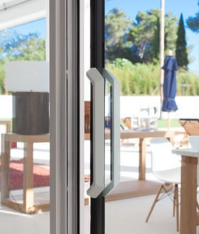 Hi-Finity-Sliding-Doors-quarter